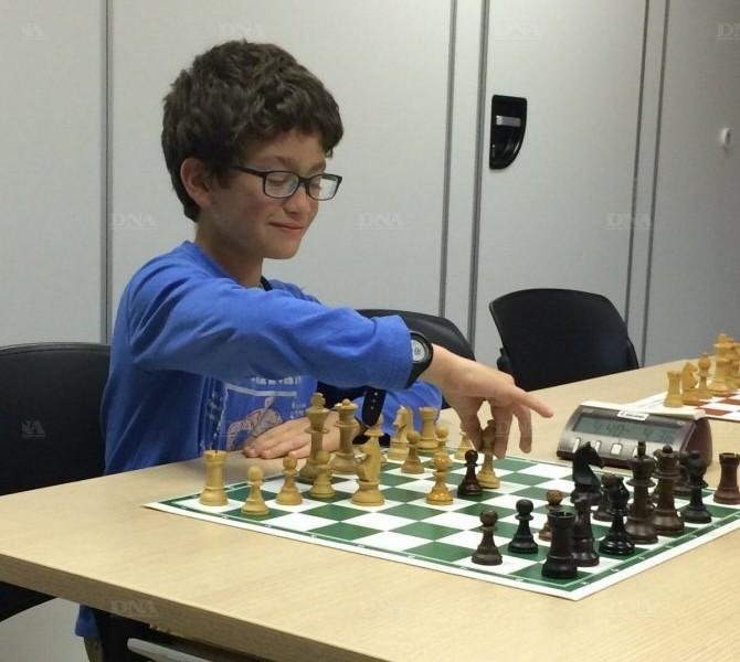 Adem Yousfi a déjà quelques années de pratique des échecs en club.