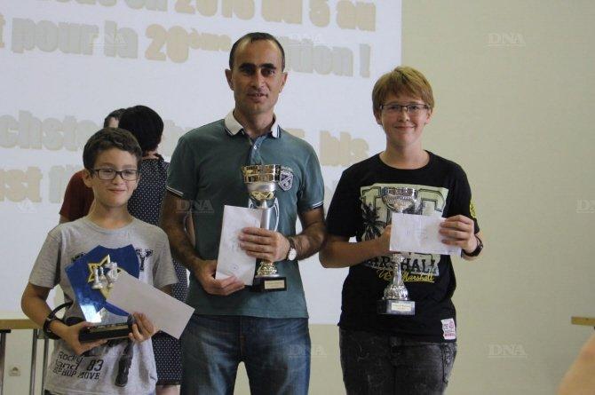 Les vainqueurs du 19 e open de Wasselonne de gauche à droite : Adem Yousfi (open C), Namig Guliyev (open A) et Anatole Schmitt (open B). Document remis