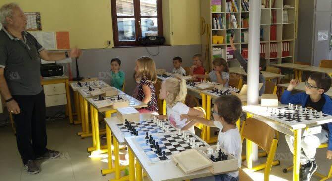 Une séance d'initiation au jeu d'échecs.