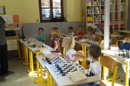 La gymnastique et le jeu d'échecs comme activités périscolaires