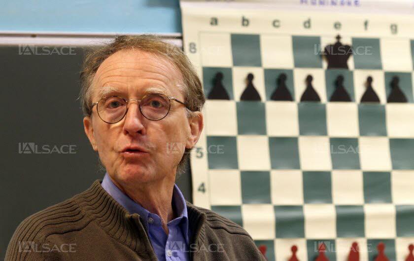 Jean-Paul Griggio, président de la Ligue d'Alsace d'échecs et du club de Huningue où il forme des jeunes élèves de la commune. Photo L'Alsace