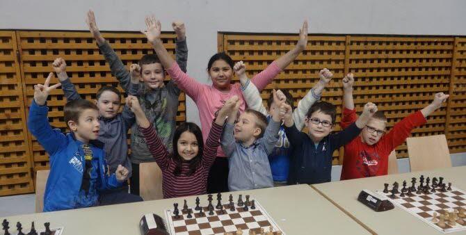 Antoine et Louis Moog ont offert deux titres de champions à l'école de Munchhausen. Photo DNA