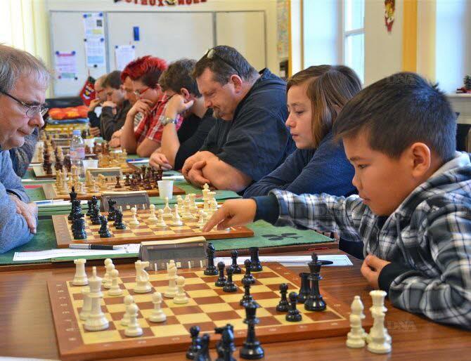 L'équipe 1 en force avec ses jeunes, Constant et Temuulen (à droite). Photo DNA - P.M.